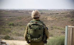 Le 17 novembre 2012. Des soldats de l'armee israelienne observent la bande de Gaza avant une eventuelle operation terrestre. // PHOTOS : V. WARTNER / 20 MINUTES