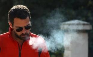 L'ex-trader Jérôme Kerviel avant de quitter son hôtel à Modène, en Italie, le 19 mars 2014