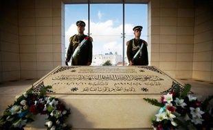 Le plus lourd secret de Palestine se niche sous l'épais couvercle de pierre de la tombe de Yasser Arafat à Ramallah, où les enquêteurs espèrent enfin découvrir la cause de sa mort il y a huit ans.