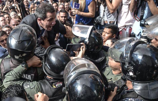 Juan Guaido tentant de pénétrer dans l'enceinte de l'Assemblée nationale, le 7 janvier 2020.