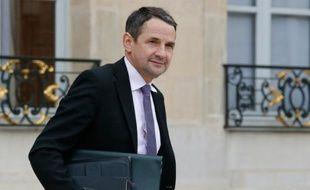 Le secrétaire d'Etat à l'enseignement supérieur Thierry Mandon à la sortie du conseil des ministres le 16 mars 2016 à l'Elysée à Paris