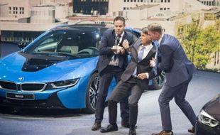 Le patron de BMW, Harald Krüger, a été pris d'un malaise en pleine conférence de presse au salon de l'automobile de Francfort, le 15 septembre 2015
