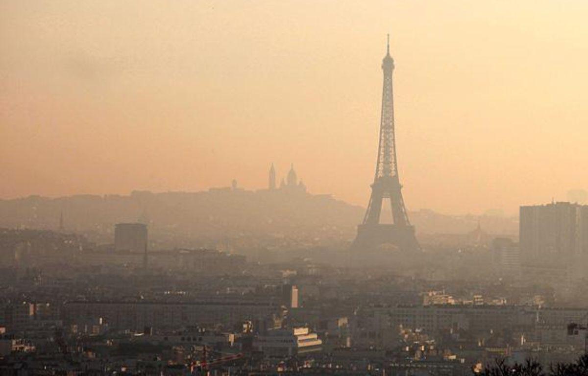 Paris dans un nuage de pollution, le 26 mars 2012. – DUCLOS/SIPA