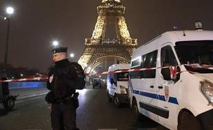 A Pais le 30 mars 2013, la tour Eiffel était évacuée à la suite d'un appel anonyme faisant craindre un attentat.