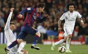 Messi face à Kroos et Marcelo lors du Clasico Barça-Real Madrid, le 22 mars 2015.