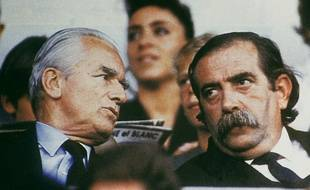 Claude Bez (à droite) discutant avec Jacques Chaban-Delmas en 1988.