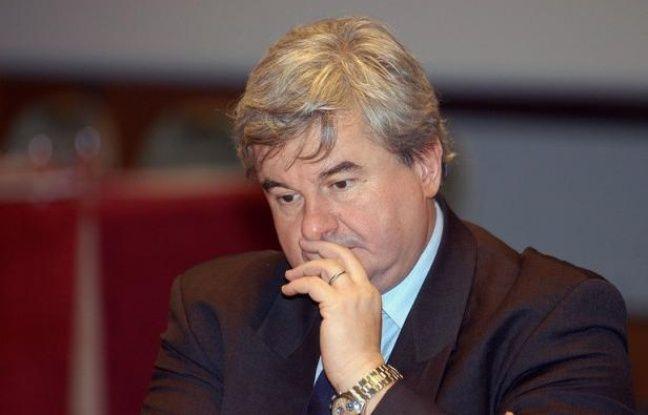 L'ancien député UMP Eric Raoult, qui avait eu une grave malaise samedi, est sorti de l'hôpital lundi après-midi et va désormais observer une période de repos, selon un communiqué de la mairie du Raincy (Seine-Saint-Denis), qu'il dirige.