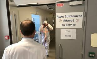 A l'entrée d'un service d'urgences dédiées aux malades du coronavirus.