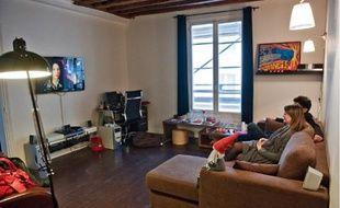 Meubles de salon, luminaires, téléviseur, déco... tout a été acheté pour moins de 8000€.