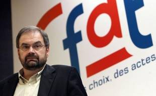 """François Chérèque, secrétaire général de la CFDT, a regretté mardi que le logement soit aussi à l'ordre du jour du sommet social de mercredi estimant que """"le gouvernement est en train de mettre tout"""" dans ce sommet et qu'il va donc """"en ressortir peu de choses""""."""