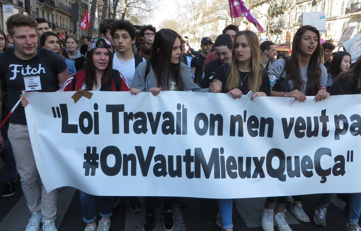 Lycéens et étudiants manifestent contre le projet de loi El Khomri, le 17 mars 2016 à Paris. – L. Cometti / 20 Minutes