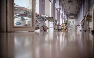 Dans les couloirs de l'hôpital Bicêtre AP-HP. Paris, France.