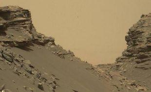 La Nasa a publié le 9 septembre 2016 sur le compte Twitter de son robot explorateur  Curiosity une sélection de nouvelles photos récemment prises sur la planète Mars par la machine de l'agence spatiale américaine.