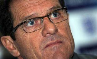 """""""Sans imagination"""", """"paumée"""", """"molle"""". L'équipe d'Angleterre de Fabio Capello est taillée en pièces par sa presse nationale jeudi, au lendemain de la défaite (2-1) à Wembley face à la France."""