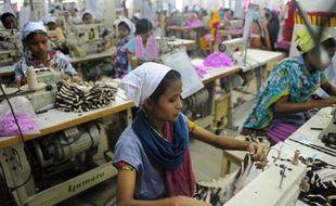 Des ouvrières dans un atelier textile au Bangladesh, en 2012
