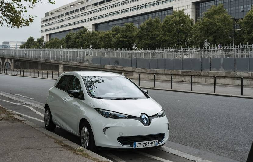 Une start-up israélienne conçoit une route qui recharge les voitures électriques