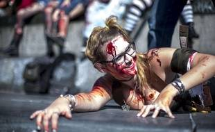 Une participante à la « Marche des zombies », samedi à Paris