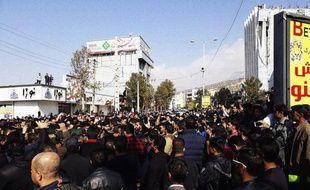 Manifestation contre la hausse des prix de l'essence à Yassoudj, en Iran, le 16 novembre 2019.