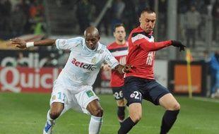Le défenseur ou milieu de terrain marseillais Stéphane Mbia, blessé dimanche lors de la victoire de Marseille (3-1) en 16e de finale de la Coupe de France contre Le Havre (D2), sera absent durant un mois environ, a annoncé l'OM lundi.