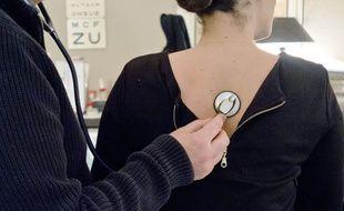 Illustration d'une consultation chez un médecin généraliste.