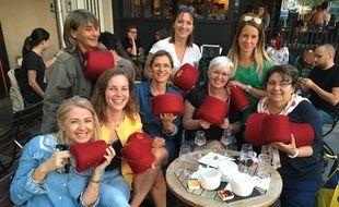 Les membres du club de tricot du restaurant La Bonne Maison à Albi (Tarn).