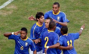 Le Brésil et Michel Bastos après un but contre le Zimbabwe, le 2 juin 2010