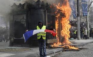 Les « gilets jaunes » ont de nouveau envahi les Champs-Elysées, ce 16 mars.