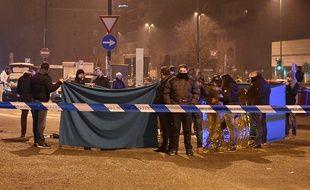 Les experts de la police italienne, à l'endroit où a été abattu Anis Amri, le 23 décembre, à Sesto San Giovanni.