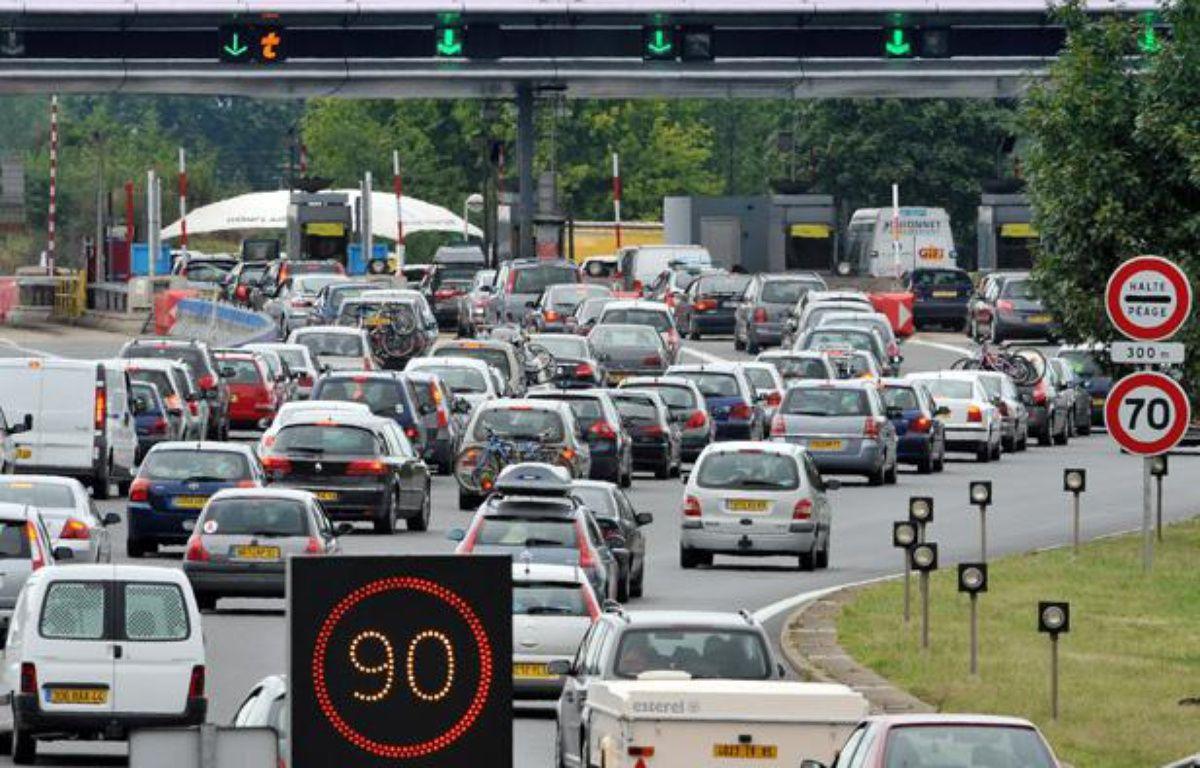 Départs en vacances chargés sur les axes routiers, ici à un péage sur l'A10 – PIERRE ANDRIEU/AFP