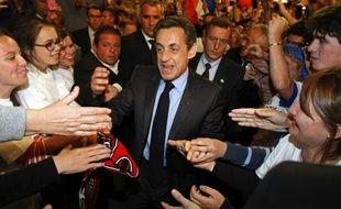 Nicolas Sarkozy prend un bain de foule de son dernier grand meeting à Toulon, jeudi 3 mai 2012