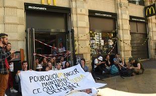 Les jeunes de Youth for Climate occupent le McDonald's de la rue Sainte-Catherine à Bordeaux, le dimanche 14 juillet 2019.