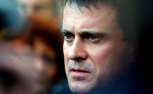 Le ministre de l'Intérieur Manuel Valls est attendu jeudi à Calais (Pas-de-Calais), où la mairie, qui réclame des policiers supplémentaires, l'attend de pied ferme sur la question des migrants.