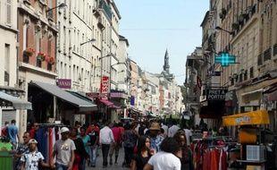 """La Seine-Saint-Denis attire des grandes entreprises, mais ses habitants frappés par le chômage en profitent peu, alors que la discrimination """"à l'adresse"""", l'un des maux des quartiers défavorisés du département, pourrait bientôt être punie par la loi."""