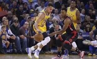 Stephen Curry lors du match entre les Golden State Warriors et Toronto le 17 novembre 2015.