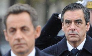 """Le nouveau gouvernement, où la continuité prime sur le changement, marque le renforcement du poids du désormais """"hyper Premier ministre"""" François Fillon au détriment du chef de l'Etat Nicolas Sarkozy, estiment les éditorialistes de la presse de lundi."""