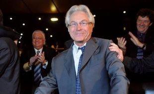 Eugène Caselli, président de la fédération socialiste des Bouches-du-Rhône, a été élu jeudi à la surprise générale président de la communauté urbaine de Marseille qui regroupe 18 communes, succédant à l'UMP Jean-Claude Gaudin qui ne se représentait pas.