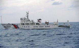 """Le Japon a mis en garde dimanche contre le risque d'""""événements imprévisibles"""" après l'établissement par la Chine d'une """"zone d'identification de la défense aérienne"""" dont le tracé inclut des îles sous contrôle japonais."""