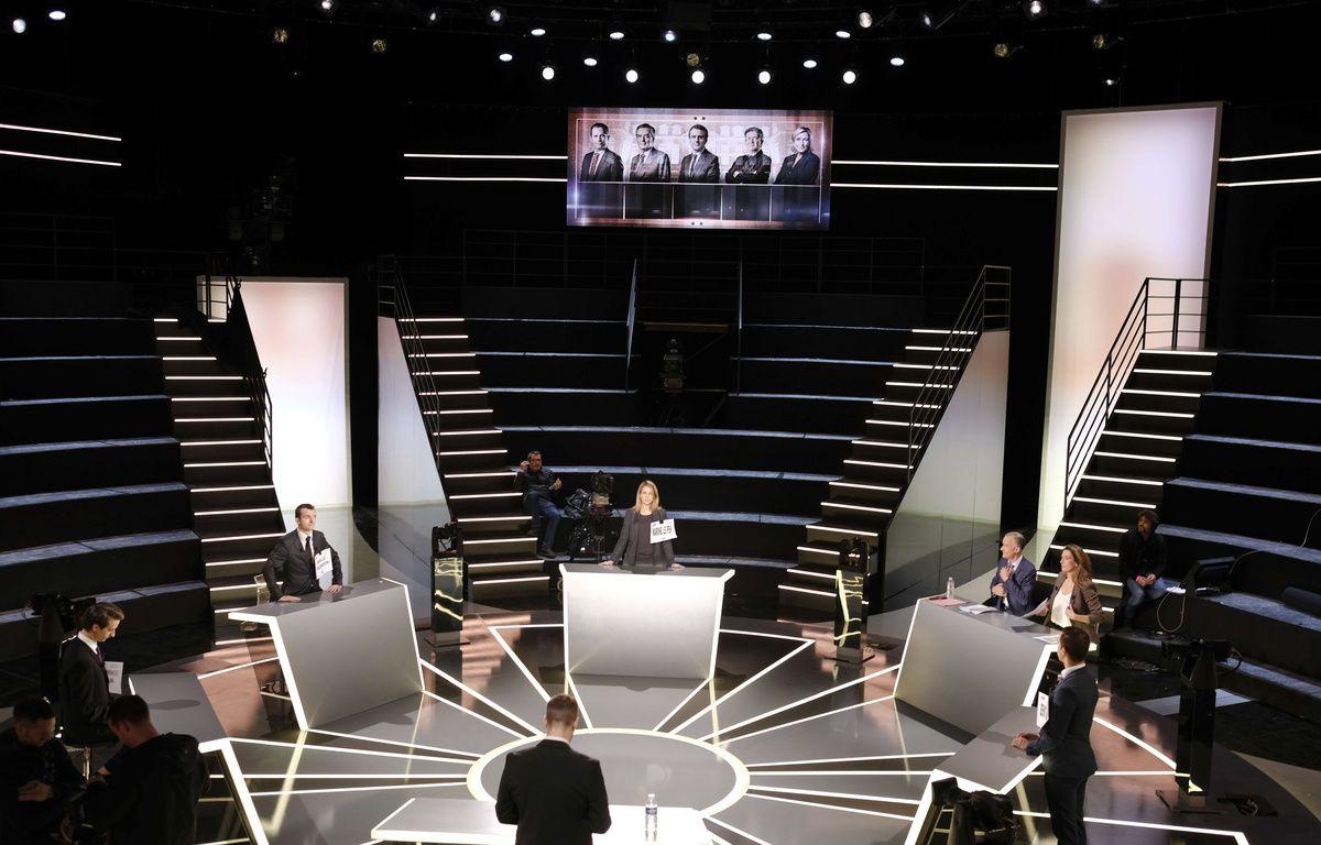 Le plateau où aura lieu le débat sur TF1 entre 5 candidats à la présidentielle, le 20 mars 2017. – Eric DESSONS/JDD/SIPA