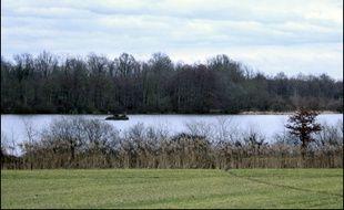 Les étangs, une trentaine sur la commune, s'étendent sur 400 hectares. Les habitants sont nombreux à vivre à proximité.