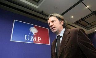 """Frédéric Lefebvre, porte-parole de l'UMP, a souhaité lundi que la période pendant laquelle l'Etat devra aider des entreprises et encadrer la rémunération de leurs patrons """"ne dure pas plus de deux ans""""."""