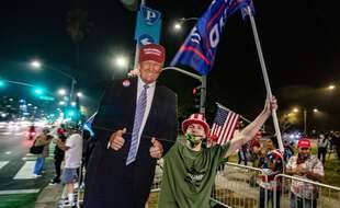 Des supporters de Donald Trump, à Bervely Hills le 3 novembre 2020.