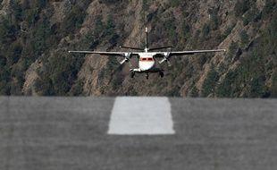 (Photo d'illustration) Un avion de tourisme atterrit.