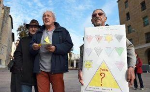 """Manifestation contre une """"carte de secours"""" destinée aux sans-abris le 3 décembre 201 à Marseille"""