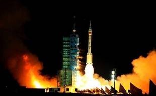 La Chine a lancé avec succès mardi un vaisseau inhabité qui tentera le premier rendez-vous spatial chinois en s'amarrant à un module d'essai déjà en orbite, étape cruciale vers la construction d'une station spatiale prévue vers 2020, a annoncé l'agence Chine nouvelle.