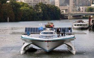 Le plus grand bateau solaire au monde, le catamaran PlanetSolar, a accosté à Paris au terme de sa première grande campagne de mesures scientifiques destinée à mieux comprendre le courant du Gulf Stream et son impact sur le climat en Europe de l'ouest.
