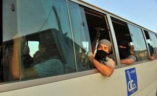 Des jihadistes près d'Alep, en Syrie, en juillet 2012