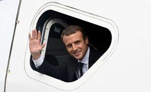 Emmanuel Macron à bord d'un TGV Paris-Rennes, le 1er juillet 2017.