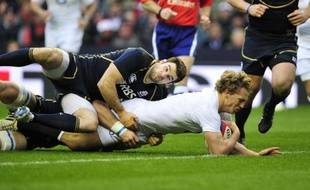 L'Irlande et l'Angleterre sont partis du bon pied dans le Tournoi des six nations 2013, en dominant samedi en ouverture respectivement le pays de Galles (30-22), tenant du titre, et l'Ecosse (38-18).