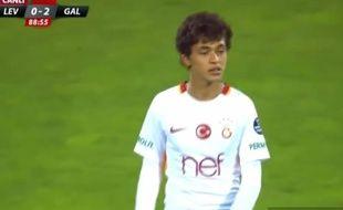 Mustafa Kapi a joué pour Galatasaray alors qu'il n'a que 14 ans.