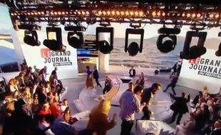 Le plateau du «Grand Journal» de Canal+ à Cannes évacué le 17 mai 2013 après une détonation.